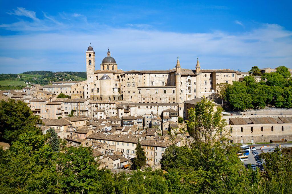Panoramica-su-Urbino.jpg